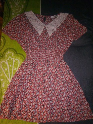 Prelepa nova leprsava haljinica, sa cipkanom kragnom. Prelepo stoji. - Kula