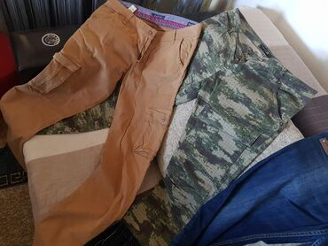 Pantalone i majice muske
