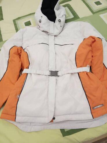 Куртка женская,размер М,тёплая,в хорошем состоянии,подойдёт для