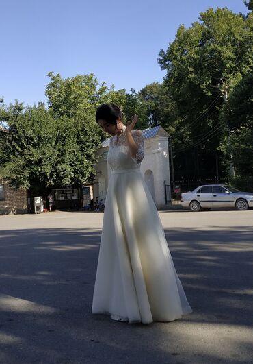 1808 объявлений: Продаю свадебное платье сшитое на заказ. Цвет: айвори Размер: 42-44