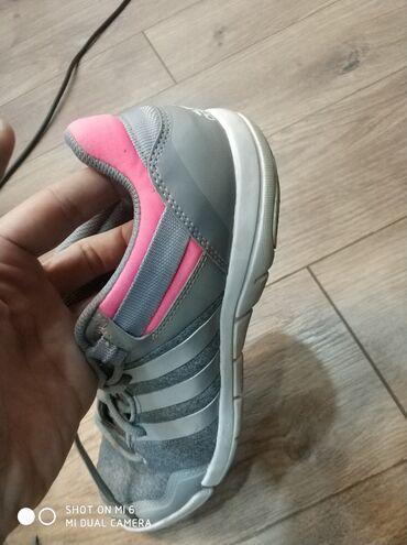 ким бу хором в Кыргызстан: Женские кроссовки размер 40 маломерка 37-38 р хорошее состояние без