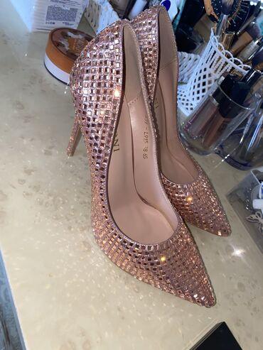 Женская обувь в Бишкек: Продаю вечерние туфли фирмы Basconi. Цвет: розовое золото