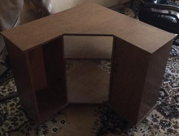 Продаю угловую тумбочку под телевизор. с одной стороны дверца. по