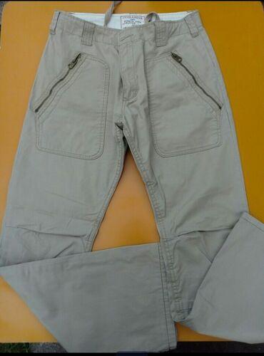 Pantalone vel.m/l treba zameniti rajfeslus,zato ova cena