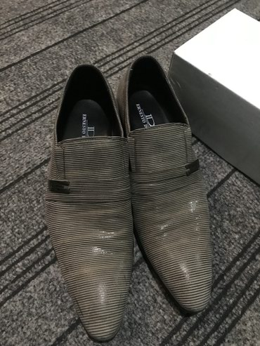 Продаю туфли и костюм одевали один раз в Токмак