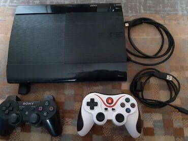 PS 3 με ενα αυθεντικό τηλεχειριστήριο Sony και ένα ακόμα άλλης