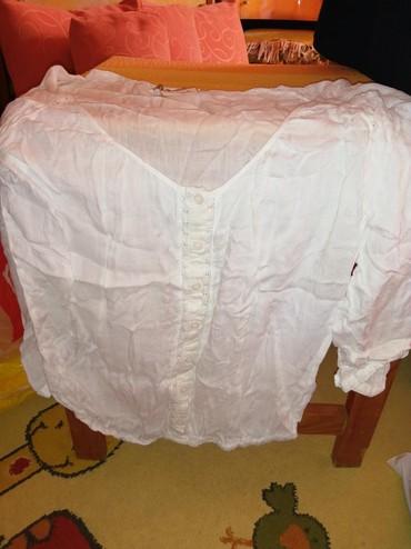 Bela kosuljica,ima delove cipkane,rukavi su 7/8. kupljena u Barseloni, - Nis