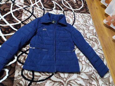 Димазизонная куртка синего цвета качество хорошее . Состояние 7/10