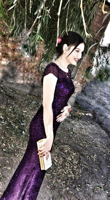 Один раз одевалась очень красивая платья