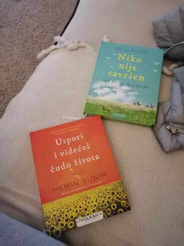 Prodajem dve knjige po povoljnoj ceni