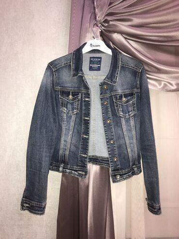 Укорочённая джинсовка, одевалась один раз. Размер М