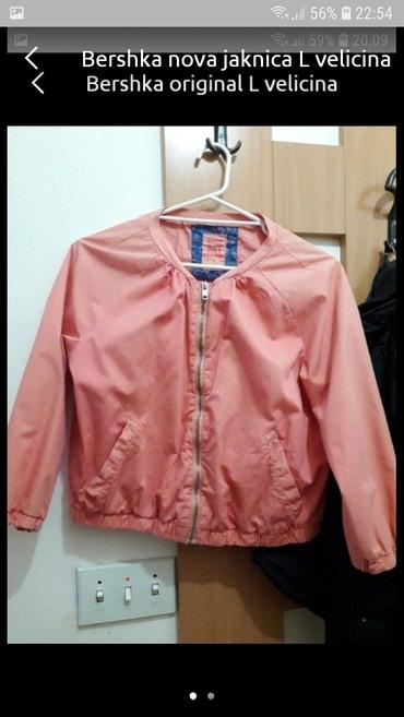 Bershka jaknica nova L velicina - Kragujevac