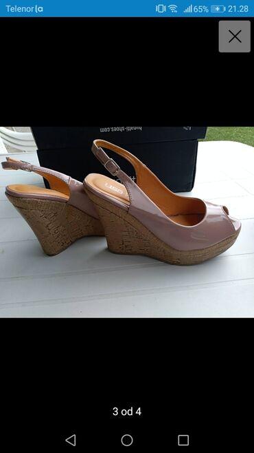 Posao u inostranstvu - Srbija: Prelepe sandale sa platformom, lak broj 38 (duzina gazista 25 cm)