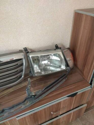 Продаю на ТЛК 100. Передние фары в сборе с поворотниками,решетка,ресни