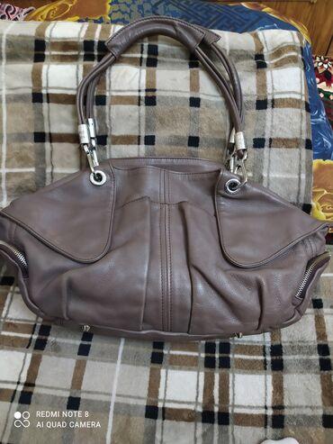 Кожаная сумка Шанель. состояние отличное. без дефектов. много