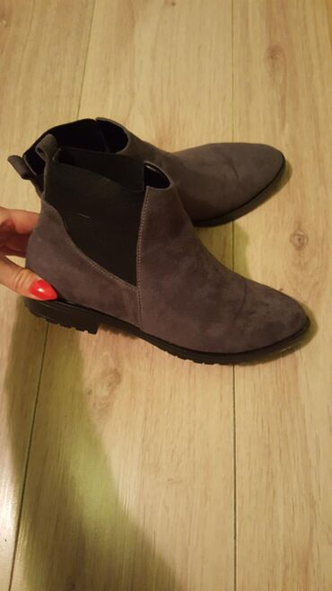 Farmerke-th - Srbija: Predivne nove cipele od velura stigle nam male.PLUS poklon farmerice i
