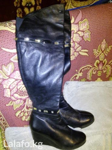 Продаю женские длинные сапоги ботфорты, на сплошной подошве. размер 38 в Бишкек