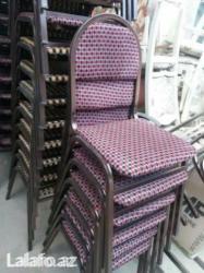 Xırdalan şəhərində Demir stol ve stullar.