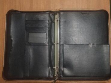 Аксессуары - Бишкек: Продаю папку очень удобная и вместительная состояние отличное