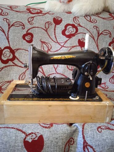 электро швейная машинка в Кыргызстан: Швейная машинка с электроприводом. Подольск. В отличном рабочем