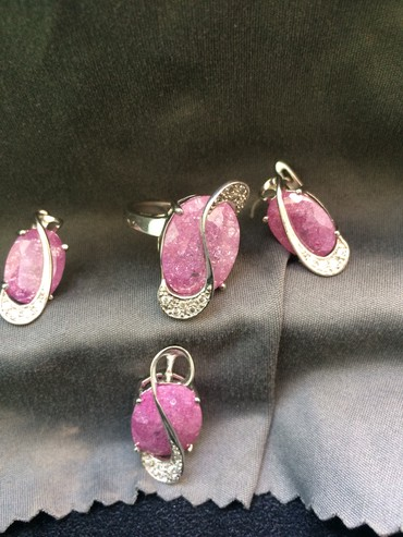 Продаю новый комплект. Серебро серги, кулон, кольцо. Размер 17,5 в Бишкек