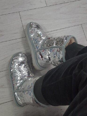 Original-ugg-broj - Srbija: Original. Nove Ugg pisi brisi cizme, srebrne boje, prakticne jer