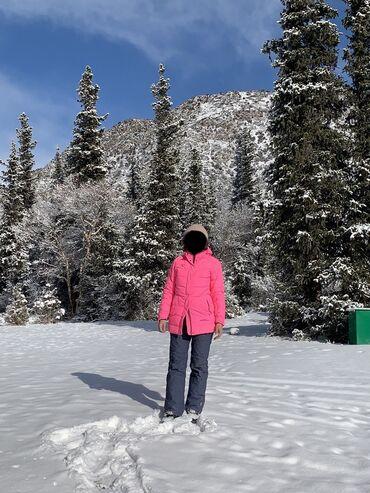 Продаю лыжную куртку.Размер S.Одевала пару раз на лыжи.Почти как