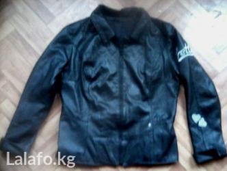 Легкая интересная курточка под кожу. качественная. размер 46. в Бишкек