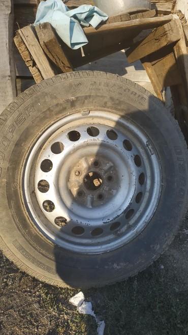 Железные диски R16 с шинами. от RAV4
