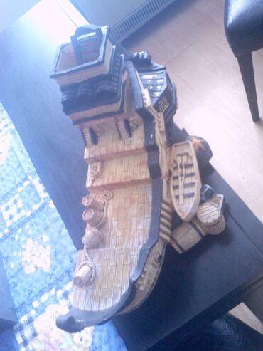 Prodajem brod za akvarijum dimenzije duzina 40cm,20,i zirina 20cm