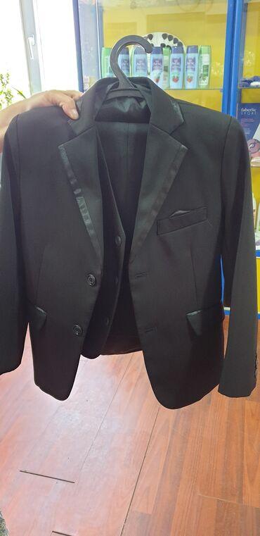 Продаю костюм для мальчикавозраст 7,8лет,цвет чёрный, тройка