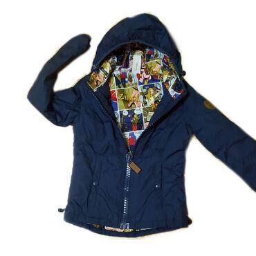 Куртка двух сторонняябольшой замок,есть завязки на капюшоне и нижней