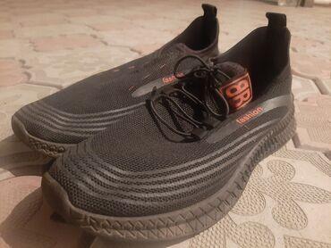 Женская обувь в Джалал-Абад: Кроссовки и спортивная обувь