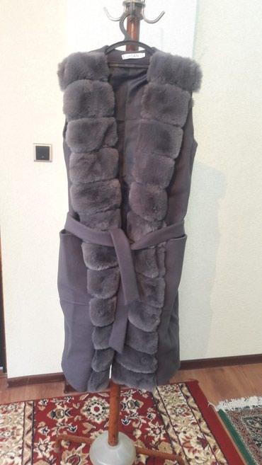 Продаю меховую жилетку, мех кролик в Бишкек