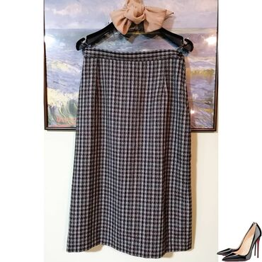 Poslovno elegantni komlet - Srbija: Elegantna suknja za jesen/zimu bez ikakvih oštecenja.  Model je dubok