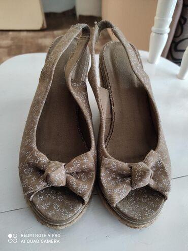 Ženska obuća | Vrsac: Sandalice na platformu, nosene ali veoma ocuvane