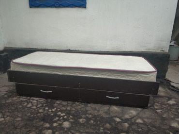 Продаю односпальные кровати с матрасом 2шт. Цена: 5000 за 2шт. в Бишкек