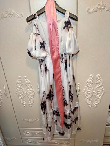 белое летнее платье в Кыргызстан: Платье белое летнее с розовым ремешком. Безумно красивое платье, тоже