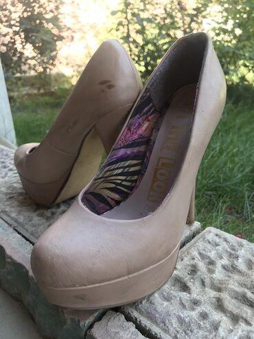 sapogi zhenskie 37 razmer в Кыргызстан: Отдам любую из обуви всего за 500 сом туфли на каблуках 37 размер