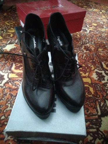 Женская обувь в Шопоков: Кожаные ботильоны 38 размер. удобный и устойчивый каблук . Италия