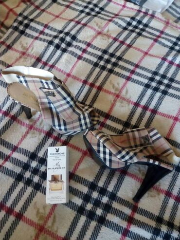 Broj burberry - Srbija: Burberry set, parfem My Burberry, 45 ml, test pack i sandale, Burberry