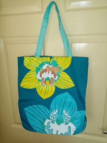 Sport i hobi - Zvecan: Avon torba za plažu. Može poslužiti i kao mini putna torba. Nova, nika
