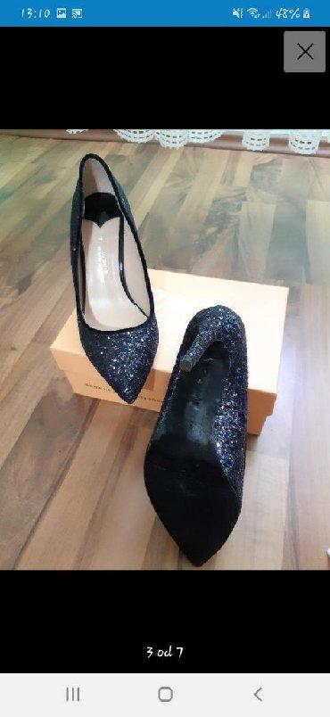Ženska obuća   Vrbas: Crne stikle sa sljokicama br. 37 (devojka na slici nosi broj 35, pa