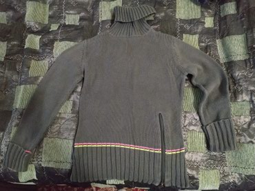 Каждая вещь 100 сом.Свитера на девочку в Бишкек