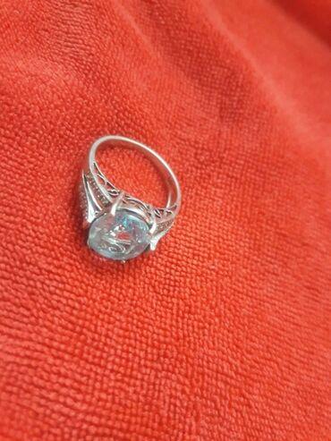 Кольцо серебрянное серебро 18 или 17,5 камень топаз