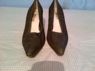 Odan-materijal-broj - Srbija: Zenske cipele cizmice broj 37-duzina gazista je 23,5. cm.-