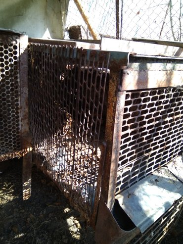продаю клетка металлическая длинна1м.26см. ширина 72см. высота с ножка в Бишкек
