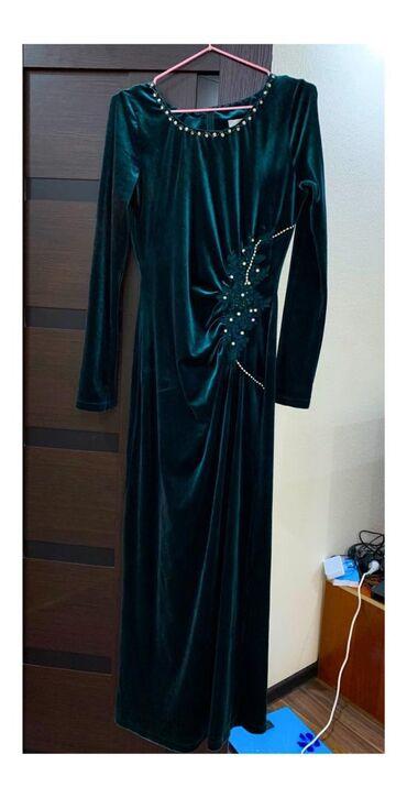 платье из королевского бархата в Кыргызстан: Продаётся турецкое платье ткань королевский бархат размер, фирма