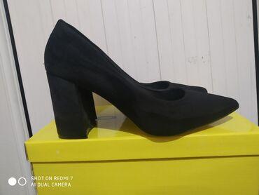 Женская обувь в Ош: Цена 2000 Кеми бар пошти жаны тазасынан просто размер туура эмэс алын