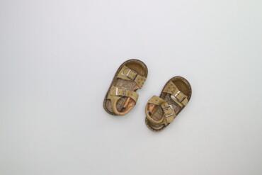 Детский мир - Украина: Дитячі сандалі р. 25    Довжина устілки: 18 см  Стан гарний, є сліди н